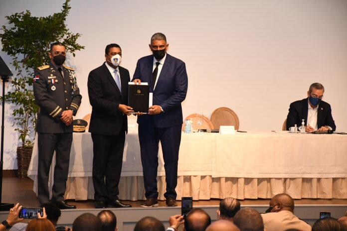 El ministro de Interior y Policía